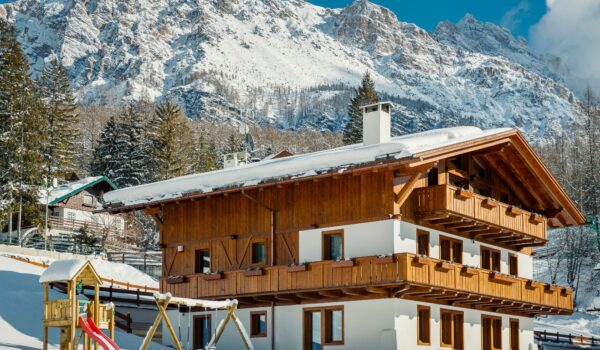1-Winter view chalet